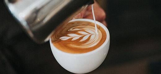 barista hacer cafes con dibujos